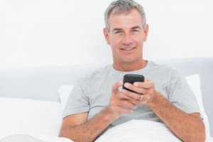 Men may find that too much cozying up with their cell phones could hinder their performance in the bedroom, according to a recent study.