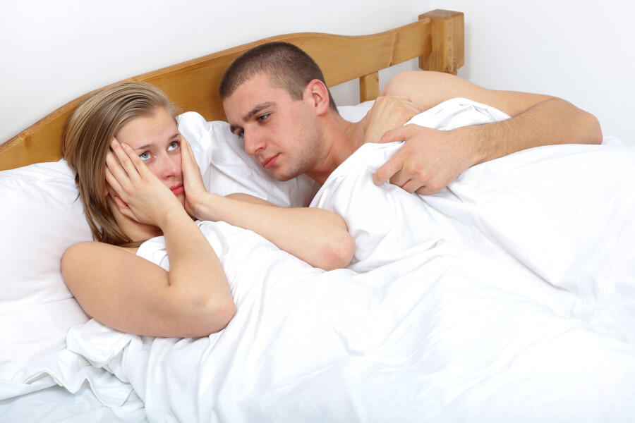 Секс в постеле домашний, Муж и жена в постели снимают домашнее порно 27 фотография