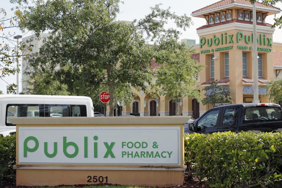 Publix store front.