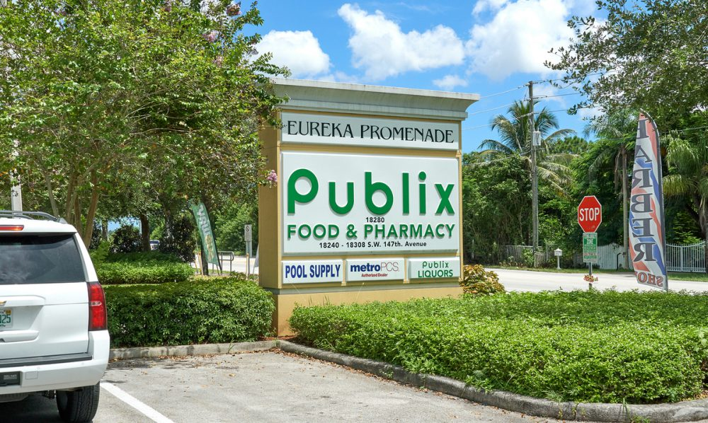 Publix sign.